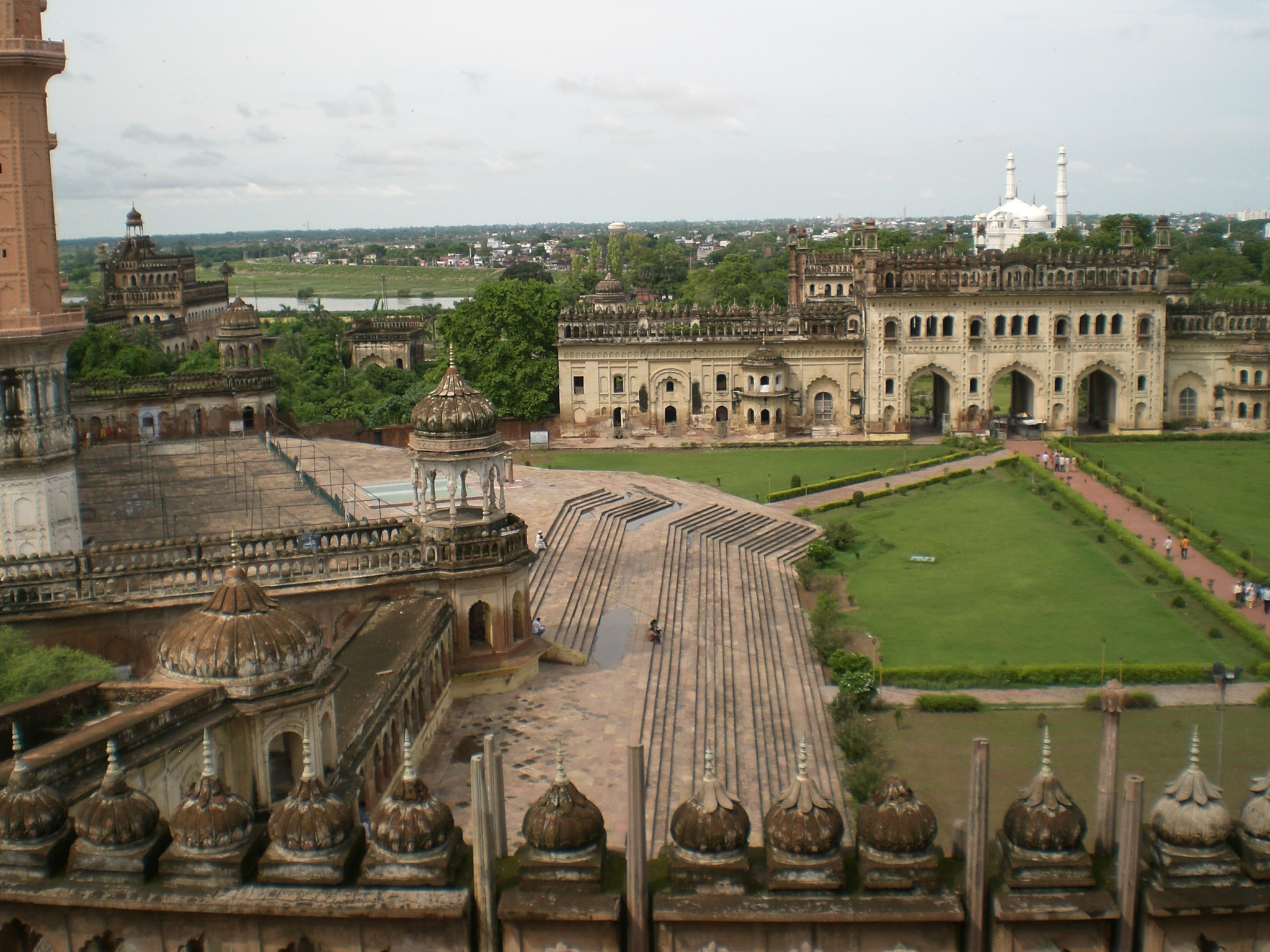 Fascinating Monuments – Bara Imambara , Lukhnow